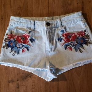 Gorgeous embroidered shorts sz. 25